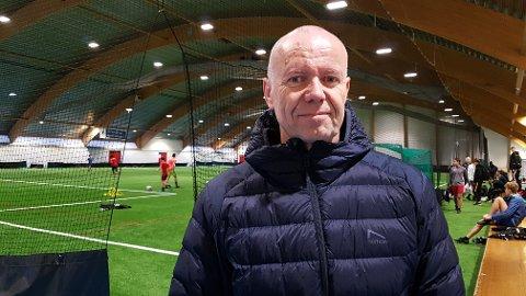 Ola Jøsendal har sidan tidleg på 90-talet vore ein viktig person innan idrettsmiljøet i Nordhordland. I dag er han med på å trene Radøy sitt herrelag.