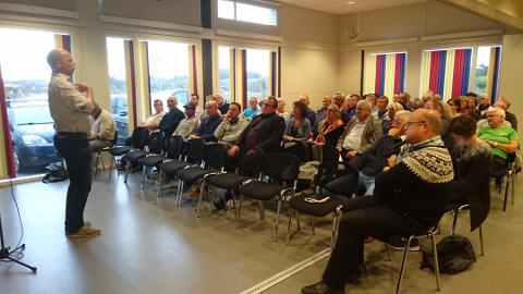 Senterpartiets partieleiar Trygve Slagsvold Vedum då han var på ein rundtur i Nordhordland i september i fjor, her frå eit folkemøte på Fedje.