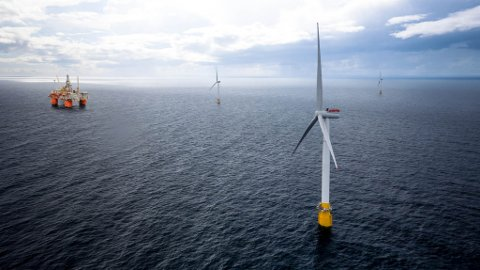 Kaianlegg for å montere vindmøllene som skal elektrifisere plattformer i Nordsjøen skal no byggast i Sløvåg i Gulen.