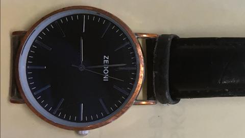 Klokka er av merket Zedoni.