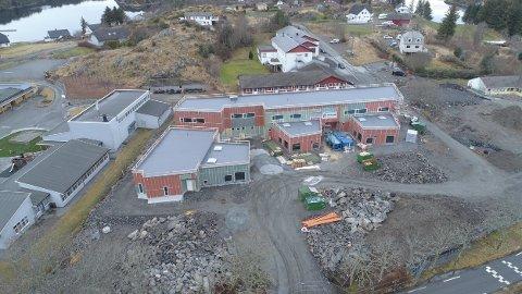 Sommaren 2017 starta grunnarbeidet med den nye Bø barnehage på Radøy. Planen er at den skal stå ferdig til nyttår i 2020, og at barna kan ta den i bruk frå januar 2021.