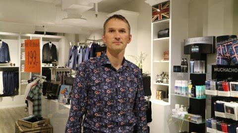 Dagleg leiar Stig Sollid i Man to Gentleman i Knarvik Senter fortel at konfirmasjonshandelen har ikkje starta for fullt heilt enno.