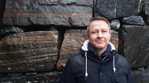 FAU-leiar ved Knarvik ungdomsskule, Hans Kenneth Sundsbø, er positiv til natteramn.