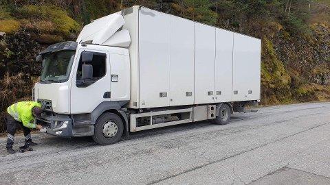 Lastebilen vart avskilta då vegvesenet mistenkte at firmaet ikkje hadde løyve til å køyre godset.
