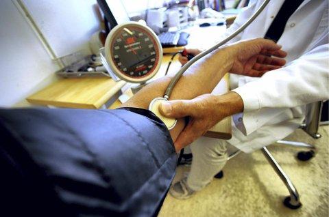 Kritisk. En legevikar med erfaring som overlege ved Sykehuset Østfold har pekt på alvorlig svikt i rutinene ved legetjenesten i Rødøy.