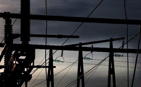 Hektisk: Ekstremværet har ført til flere strømbrudd og trafikale utfordringer gjennom kvelden og natten.
