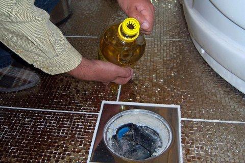 Litt matolje på toppen hindrer at vannstanden synker. Foto: Newswire