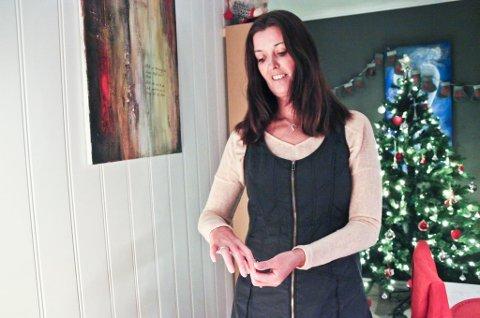 Lever som normalt. Etter at Monica Kolberg fra Bodø fikk diagnosen systemisk sklerodermi i 2009, har hun kjempet seg tilbake til hverdagen ved å legge om livsstilen totalt. Noe av det eneste som henger igjen av symptomer er hard hud på fingrene. Nå ønsker hun å hjelpe andre i samme situasjon. - Jeg sitter ikke på noe fasitsvar. Det har vært en tøff prosess, sier hun til an.no. Foto: Sofie Braseth