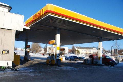 """Shell på Fauske får nå også """"drivstoff"""" til el-biler."""