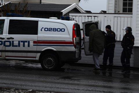 En av personene som ble pågrepet av bevæpnet politi i Bodø onsdag. Foto: Lars Robertsen