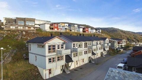 Rekkehusene på Fuglenes i Hammerfest er ferdig seksjonert og selges samlet.
