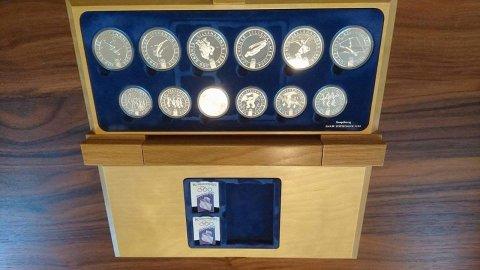 Blant myntene som selges finner man mynter fra Lillehammer-OL.