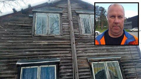 Det gamle våningshuset er fra 1800-tallt og har vært ubebodd i flere tiår. Birger Nyheim reagerer på at kommunen har satt en verditakst på nesten 1 million kroner på huset.