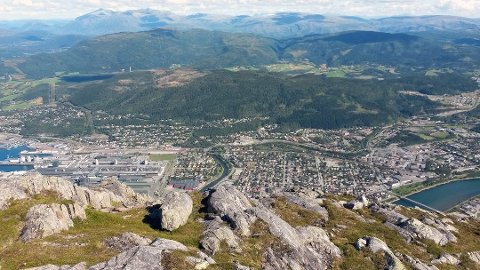 Vefsn er en av tre kommuner i Nordland som får økonomisk kompensasjon siden de står ufrivillig alene.