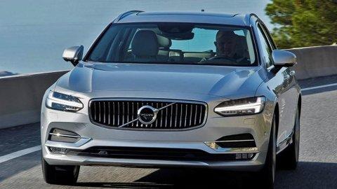 Volvos store modelloffensiv ruller videre. Snart skal de vise helt nye V60, som etter alt å dømme kommer til å få mange likhetstrekk med V90, over.