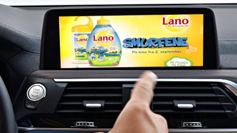 Flere bilprodusenter vil tjene penger på å vise tilpasset reklame i bilen. BMW har allerede testet teknologien for flere år siden. Illustrasjonsfoto