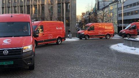 Posten Norge har allerede Nordens største elbilpark. Nå setter de inn tre helt nye og store el-varebiler, som skal bidra til å distribuere små og store pakker før jul.