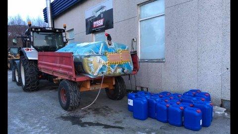 Inntil videre må innbyggerne i Ulvsvåg hente drikkevann fra en mobil vanntank som er kjørt ut.