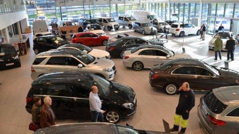 Bilmarkedet er i endring og preges av usikkerhet. Det kan gi deg som forbruker noen fordeler. Illustrasjonsbilde.