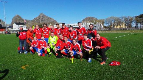 En fornøyd gjeng etter 8-2 mot Valnesfjord