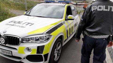 – Ikke annet å si enn at det er ugunstig, er politiets kommentar til at en bilist ble stoppet med piggdekk, midt i juni. Regelen er at piggdekkene må av over landet fra 1. mai. Illustrasjonsfoto: Scanpix.
