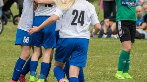 - Dårlig aprilspøk: Jenter ned i 12-13årsalderen skal ha fått tips om å skaffe p-piller før fotballcup, slik at de ikke skulle få menstruasjon under cupen. Det får forelder til å rase. Bildet har ingenting med den aktuelle saken å gjøre.