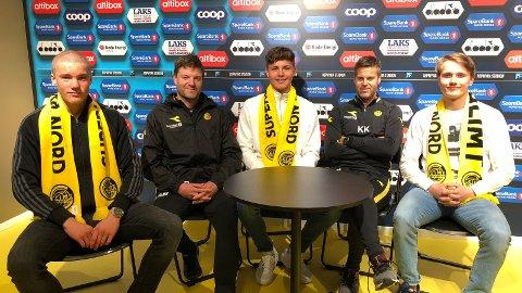 Casper Øyvann, Aasmund Bjørkan, Andreas van der Spa, Kjetil Knutsen og Adrian Skindlo smilte etter signeringene av proffkontraktene for ungguttene.