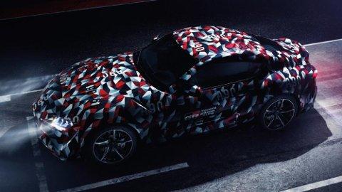 Her er nye Toyota Supra godt kamuflert. Den kjøres akkurat nå på Goodwood Festival of Speed i England.