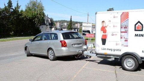 Det er mye man kan lure på når man kanskje ikke er veldig vant til å kjøre med tilhenger – og nå skal prøve seg. Nå har Freetrailer laget en liste over de morsomste spørsmålene de har fått. Foto: Freetrailer/ City Self Storage.