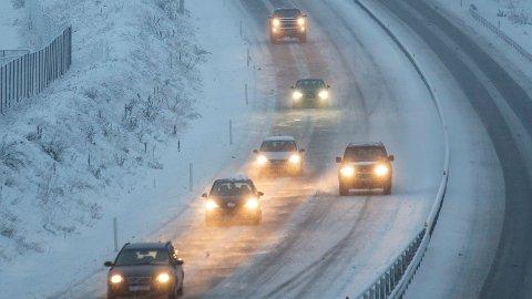Varsler: Meteorologene varslet om utfordrende kjøreforhold flere steder i landet.
