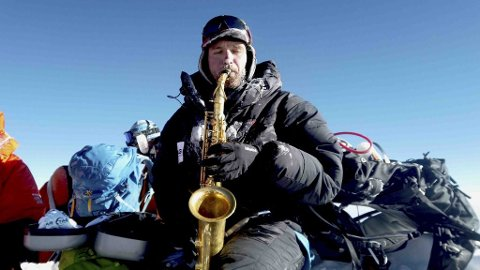 Håkon Skog Erlandsen har et pågående prosjekt der han bestiger de høyeste fjellene på hvert kontinent. I mai i år var han på toppen av verdens høyeste fjell, Mount Everest.