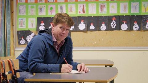 Iris-direktør Leif Magne Hjelseng har satt seg selv på skolebenken for å lære mer av innbyggerne i Salten om kildesortering.