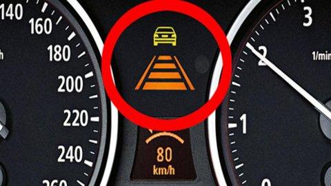 Adaptiv cruisekontroll kan være sterkt vanedannende. Men du skal helst ikke skade sensoren i fronten av bilen.