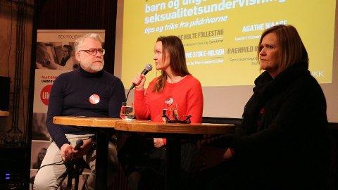 INFO TIL UNGDOM: Mandag var det paneldebatt om behovet for og viktigheten av helhetlig seksualitetsundervisning i skolen, under Sex og Politikk sitt frokostseminar på Kulturhuset i Oslo. De som deltok var assisterende daglig leder ved Sex og samfunn, Tore Holte Follestad, rådgiver ved Sex og samfunn, Marianne Støle-Nilsen (i midten) og seksjonssjef ved spesialpedagogiske tjenester, Ragnhild Inderhaug.  Foto: Nina Lorvik/Nettavisen