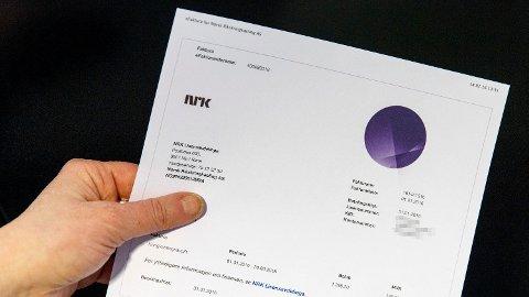 SVIENDE KRAV: Mange nordmenn dropper å betale TV-lisensen. De kan vente seg en sviende purring i posten om få dager. Foto: Gorm Kallestad (NTB scanpix)