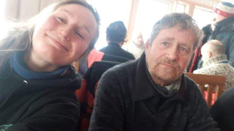 Finnmarksløpet 2019: Trine Soleng Nedregård (26) og Leif Wilhelmsen (62), begge bosatt i Junkerdalen. Er handler for hver sin hundekjører som ligger svært godt an i årets Finnmarksløp.