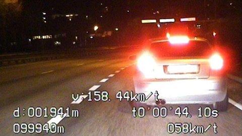 Gjennomsnittsfarten ble målt til 158 km/t, dermed blir det nok en god stund til 19-åringen kan sette seg bak rattet igjen.