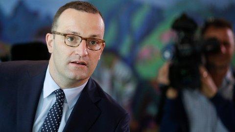 Tysklands helseminister Jens Spahn (Kristendemokratene) fremmer et lovforslag om å gi bøter til foreldre som ikke vaksinerer barna sine.