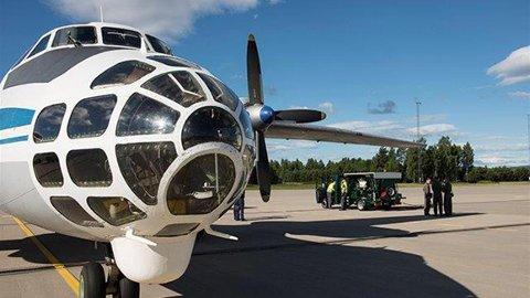 Et russisk AN-30B fyller drivstoff på Gardermoen flystasjon.  Foto: Frode Lund, Luftforsvaret