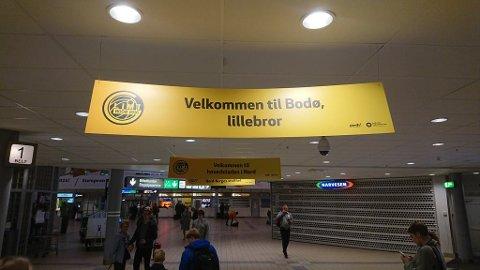 Bodø lufthavn: Slik ønskes TIL velkommen før kampen på søndag.