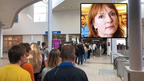 LANGE KØER: Med færre innsjekkingsautomater tilgjengelig og færre folk i sikkerhetskontrollen kan køene bli lange. Det reagerer Anki Gerhardsen på. Dette bildet er brukt som illustrasjon og er tatt i forbindelse med en annen sak tidligere i år fra Bodø lufthavn.