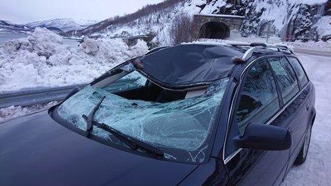 Store skader:En elgku ble påkjørt nord for Trengsel bru 30. januar. Slik så bilen ut etter sammenstøtet.