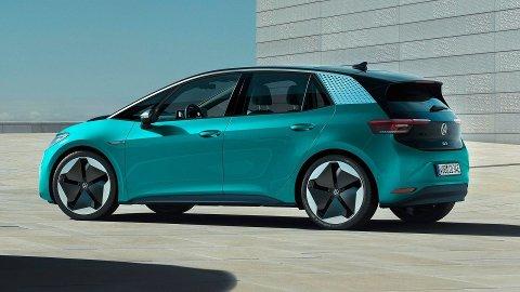 Flere tusen norske kunder venter på denne bilen, elektriske ID.3 fra Volkswagen. Nå bekrefter VW at de stenger flere av fabrikkene sine.