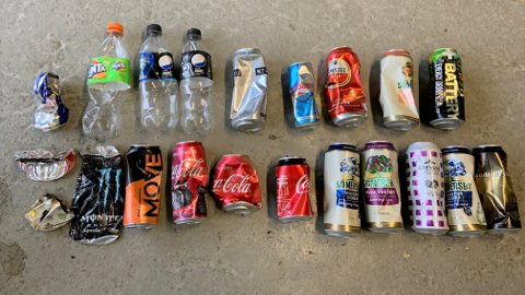 Disse flaskene og boksene ble funnet på et lite område lørdag. Nå ønsker Solrun Krane fokus på søppelproblemet.