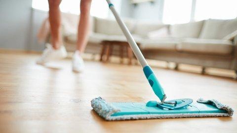 KJEDELIG: Det er mange som syntes det er kjedelig å vaske hjemme.