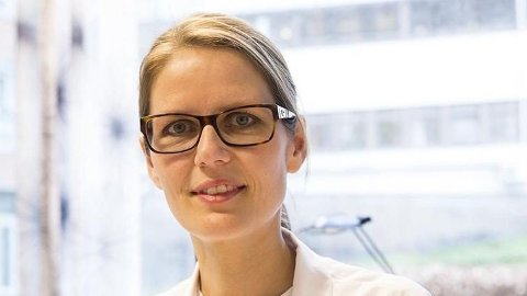 ADVARER: Smittevernoverlege Maria Vandbakk-Rüther kommer med en advarsel etter bekymringsfulle tall. Foto: (Sykehuset i Vestfold)