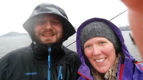 Koronapandemien fører til at Eirik Hjelle Blix (35) og Maja Enes (38) søker et fire måneders eventyr i nord.