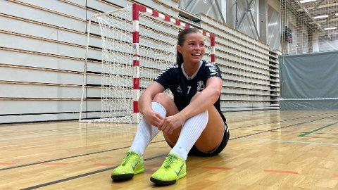 Guri Fjellstad Nikolaisen drømmer om å få Junkeren opp i 2. divisjon, og på sikt planlegger hun å få startet med medisinerstudier i Tromsø.
