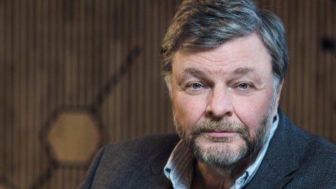 SVARER PÅ SPØRSMÅL: Medisinsk fagdirektør Steinar Madsen svarer på noen av lesernes spørsmål i dette videointervjuet med Nettavisen.