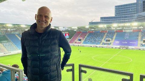 Landslagssjef Ståle Solbakken var på plass på Intility søndag for å følge Vålerenga - Glimt. Han liker veldig godt måten Glimt har utviklet seg på de siste sesongene. Foto: Stian Høgland